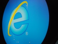Microsoft patches up IE flaw that gives hackers access to your PC – via Engadget